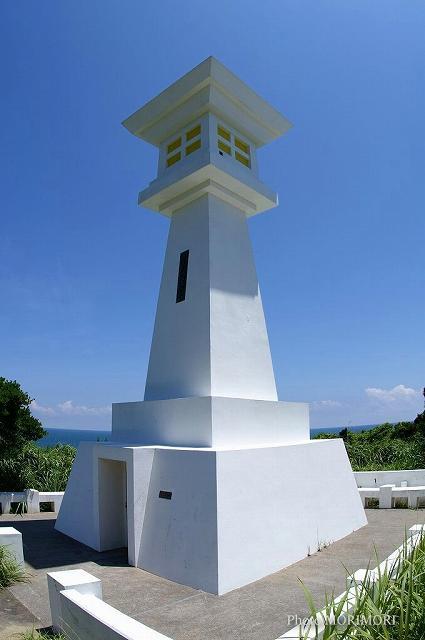 鵜戸岬の石灯篭型灯台 03