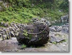 高千穂峡 鬼八の力石