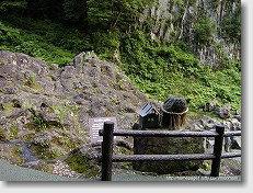 高千穂峡 亀の頭石と亀甲岩